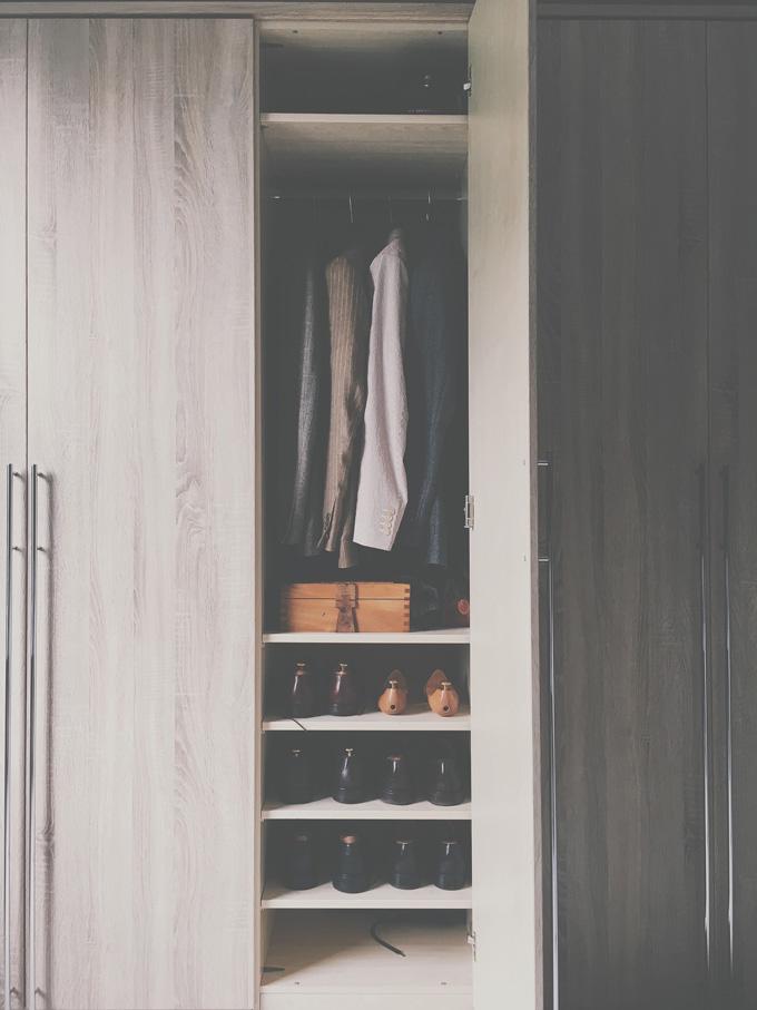 Kleiderschrank Mann Aufräumen