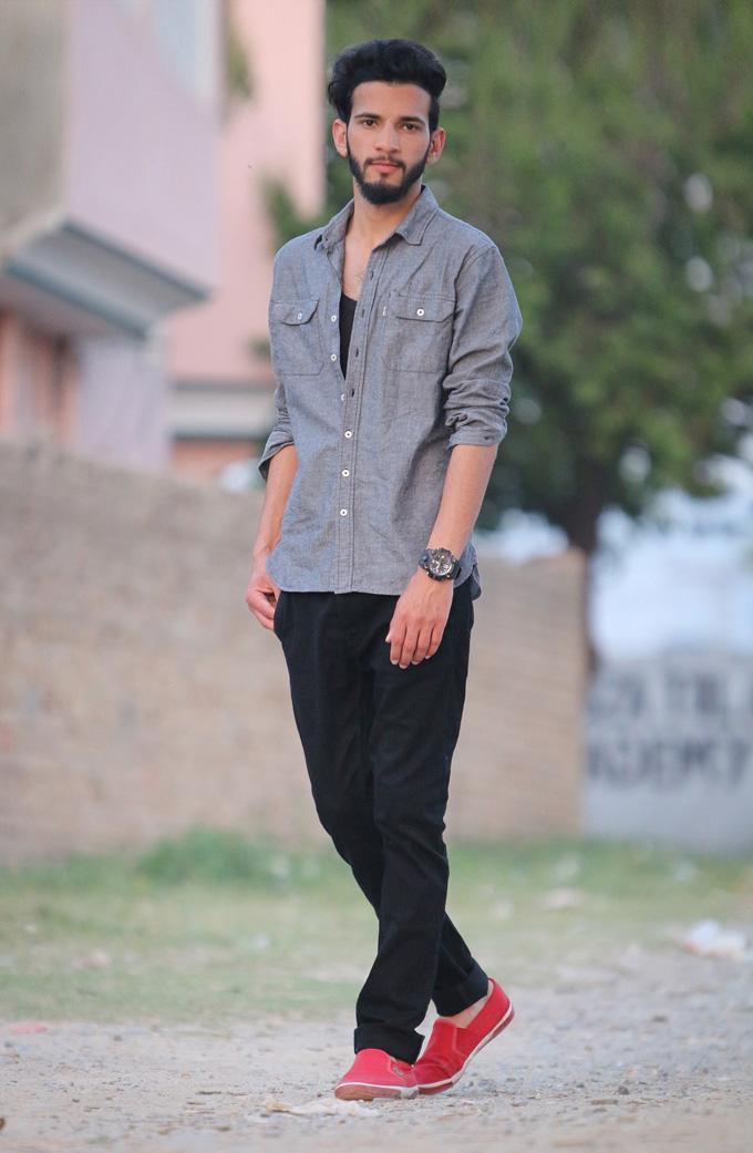 sneaker jeanshose herrenhemd mann