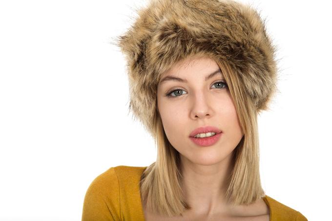 blondine gesicht lippen mütze